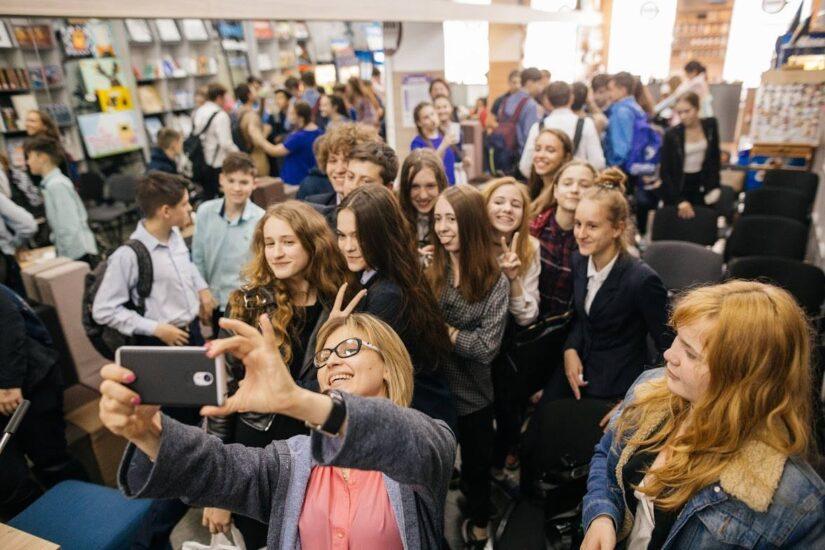 Ведущая архитектор Urban Experts Александра Казимирская рассказала школьникам о профессии архитектора