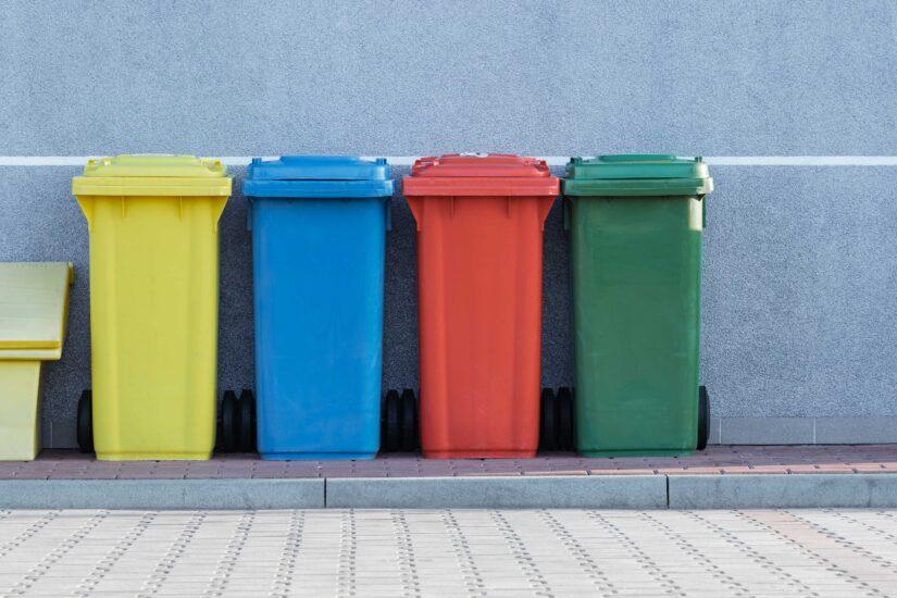 Нужны ли в жилых домах мусоропроводы?