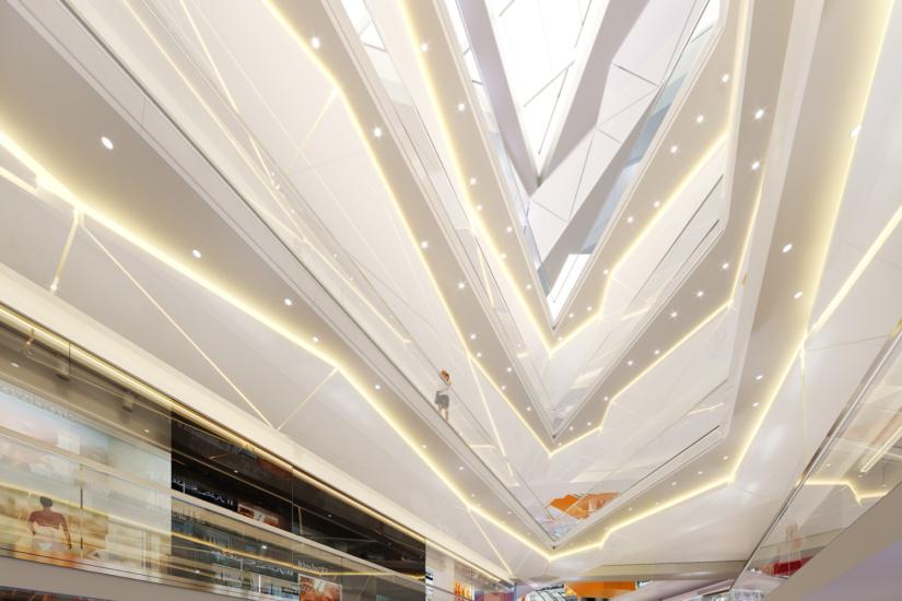 Интерьер Ocean Mall: что внутри айсберга?